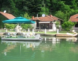 Vikendica na jezeru